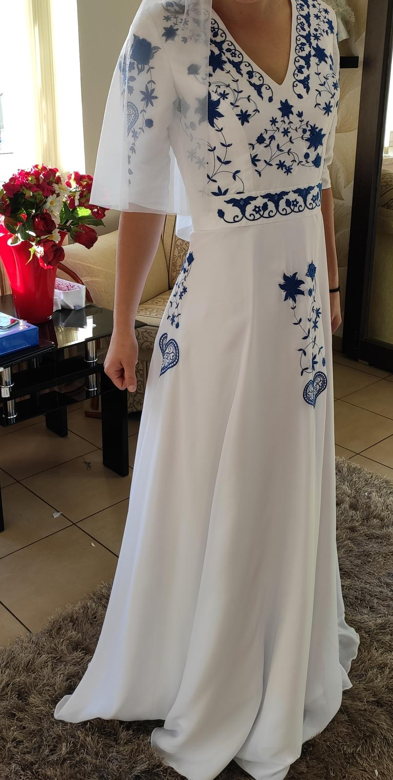 Svadobné šaty folk - Obrázok č. 1