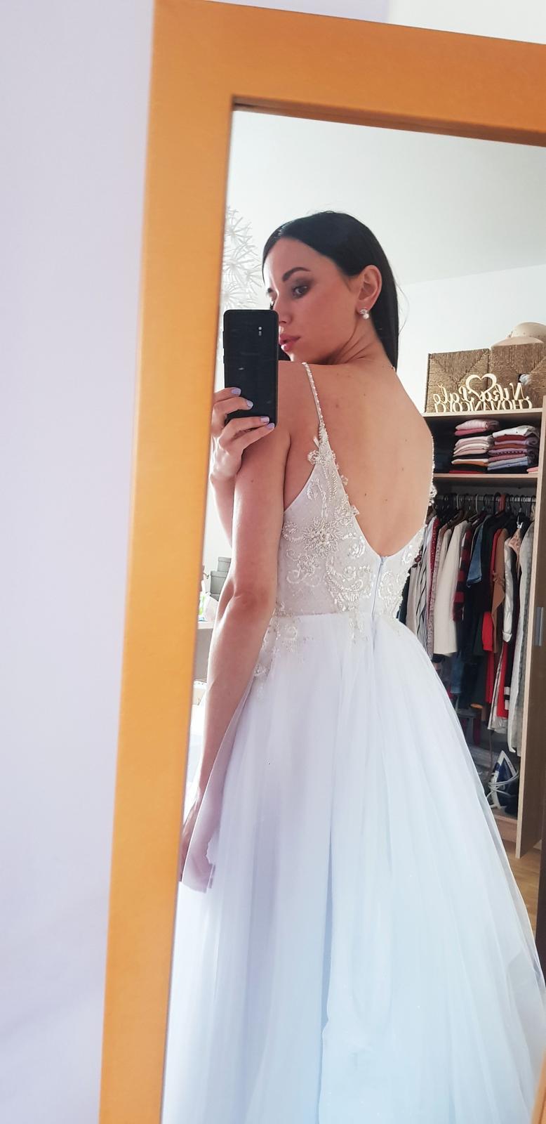 Svadobné šaty s trblietavou bielou sukňou, vyšívané perličkami- 34/36 - Obrázok č. 1