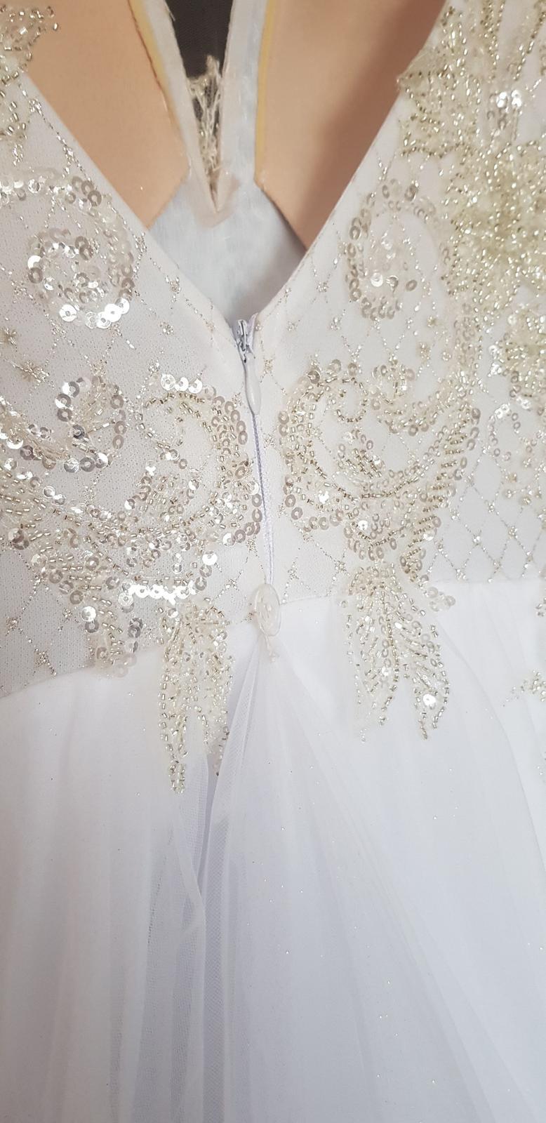 Svadobné šaty s trblietavou bielou sukňou, vyšívané perličkami- 34/36 - Obrázok č. 2