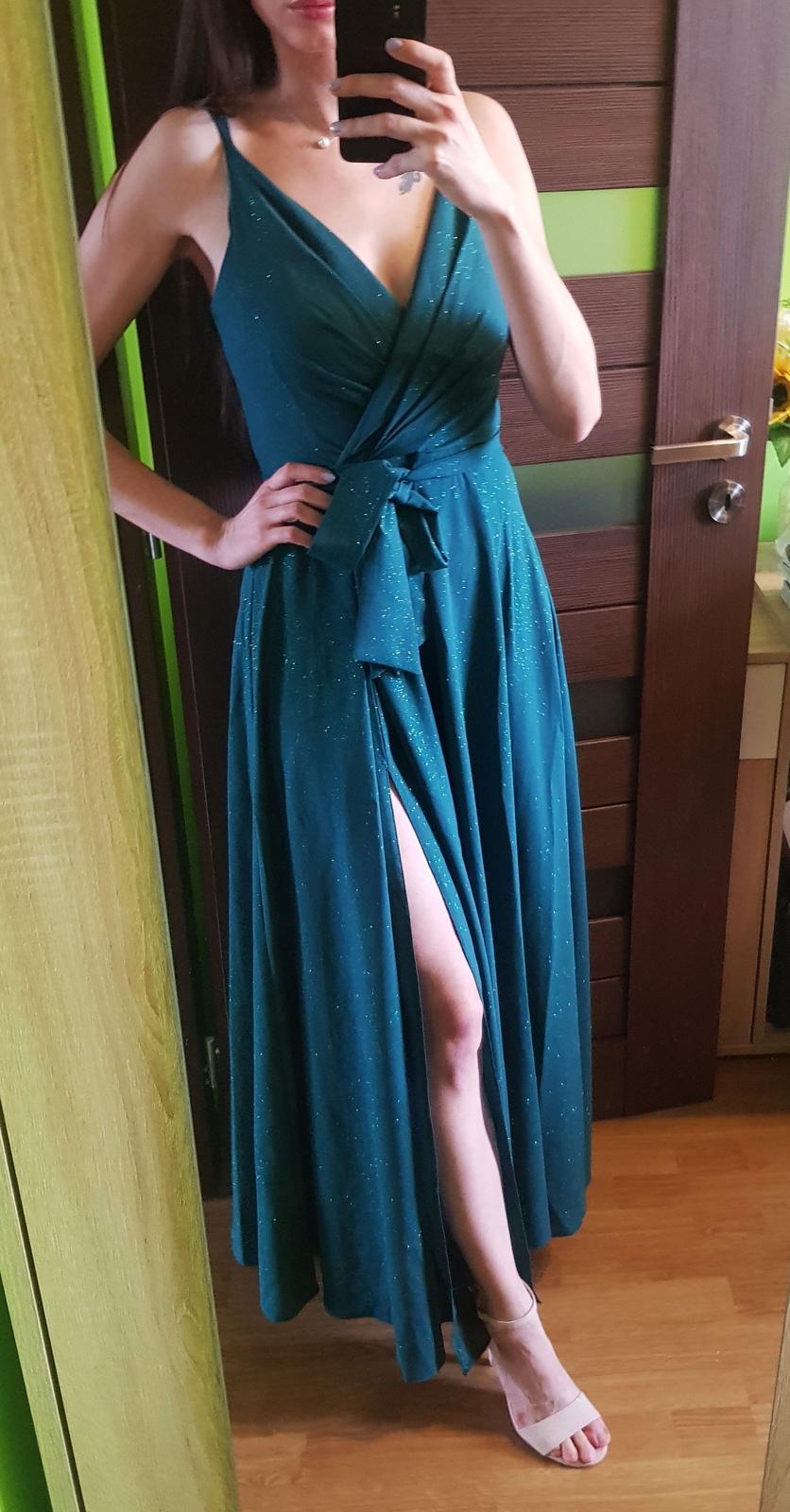 Trblietavé spoločenské šaty XS- tmavozelené - Obrázok č. 1