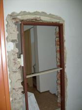 dělaj se další dveře do pokojíčku