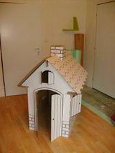Domeček z kartónu