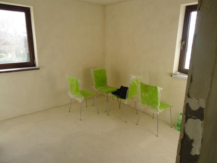 A ako staviame...teda môj drahý :-) - naše stoličky do kuchyne :-)