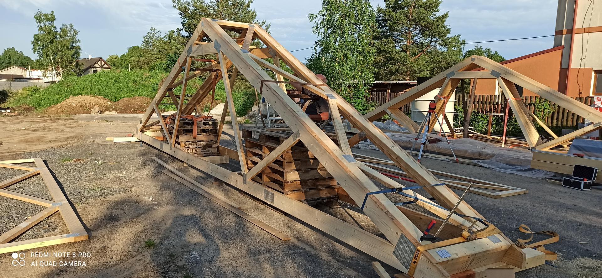 Střecha - Smontování vazníku svépomocí dle technické dokumentace.