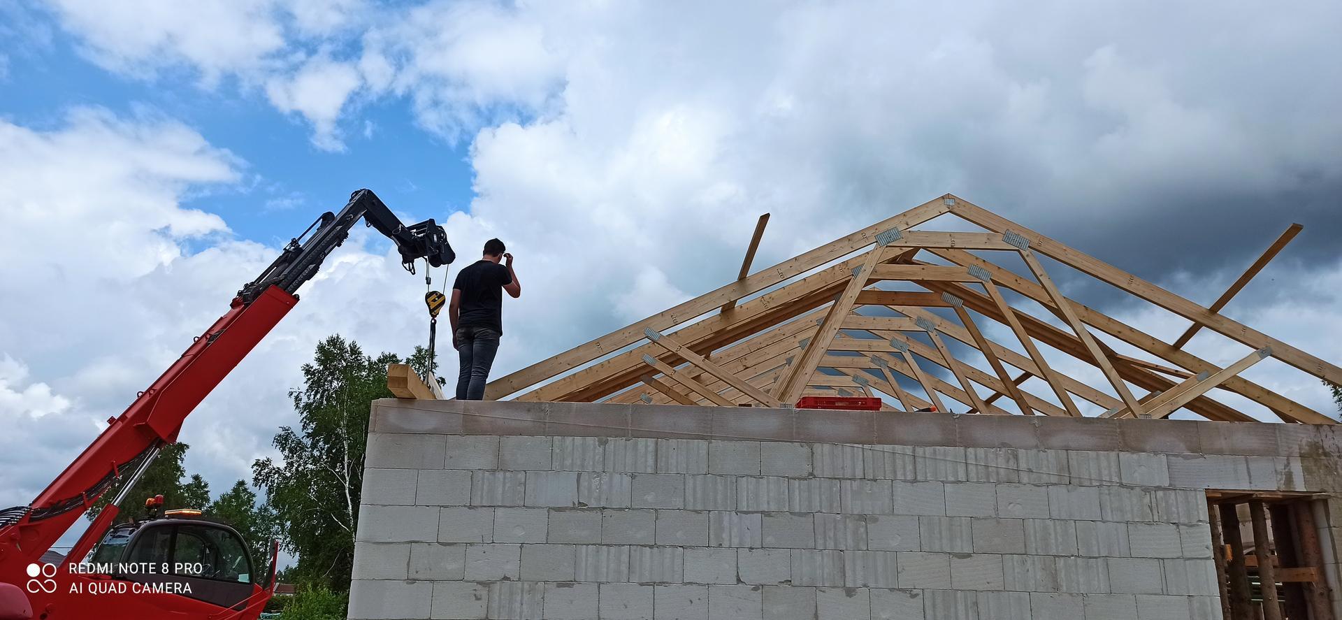 Střecha - Poslední vazník, celé jsme to zmákli za cca 1 hodinu a 45 minut. plus celý den kotvení a zavětrování