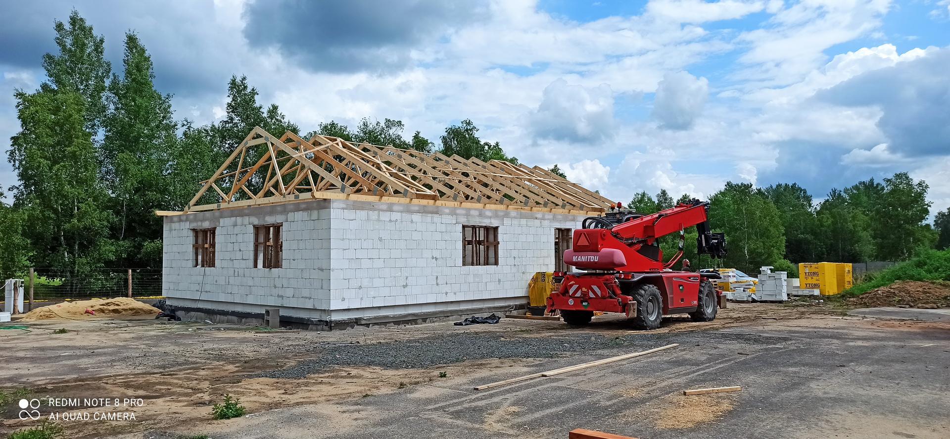 Střecha - Odjezd multifunkční mašiny Manitou