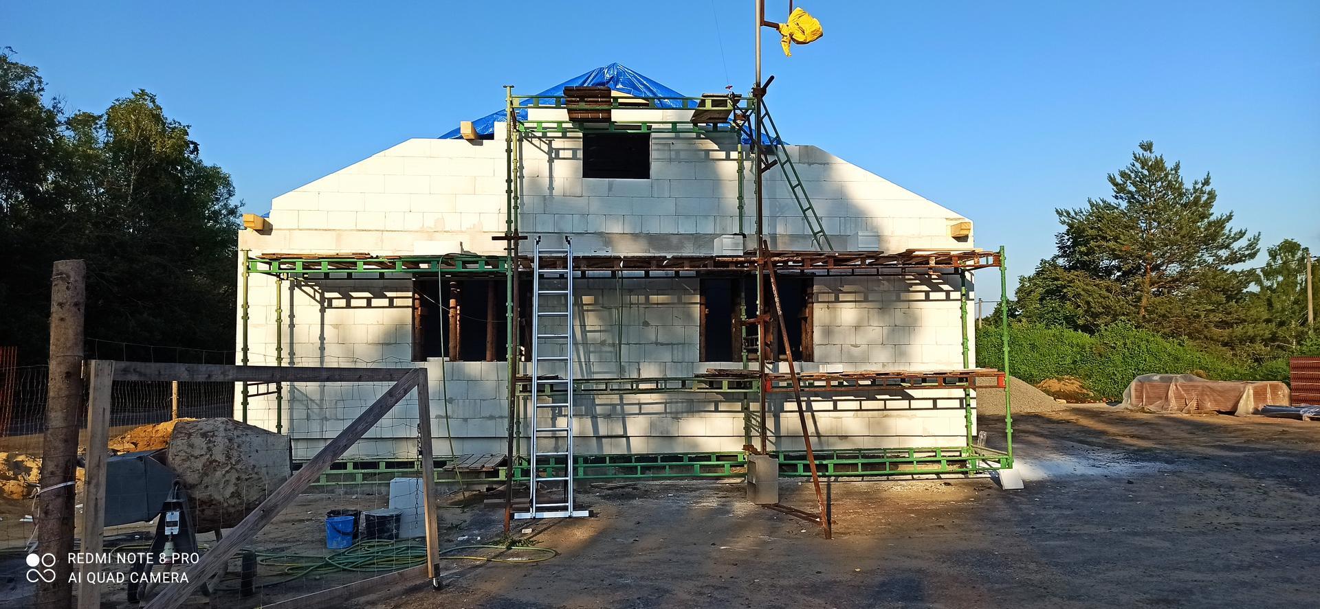 Střecha - Už to začíná vypadat jako dům, ještě ta krytina a je to 💪