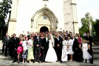 sorry az copy, ale takuto velku spolocnu fotku si velmi zelam pred kostolom, ale asi z bocneho vchodu bude :-)