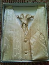 vestička s kravatou a kapesníčkem