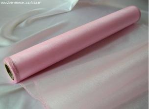 růžová organza jakoběhoun na stůl