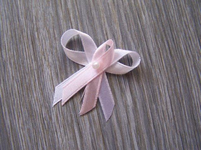 Detail růžovobílého vývazku