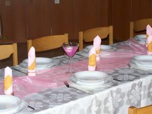 veškeré květiny a dekorace v kostele a na hostině - moje vlastní tvorba