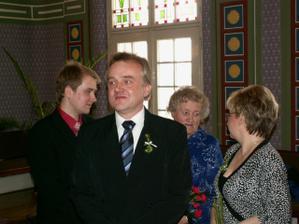 Bráška (svědek), taťka, mamča a babička z nevěstiny strany :)