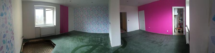 aa tady už vyřezaná díra (ne úplně na skrz ) na točivé nerezové schodiště... zítra se pokládá podlaha