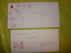 Naše oznámení a mnou udělané obálky na ně