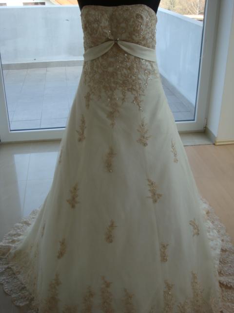 Erika a Vladko 8 máj - Moje šaty