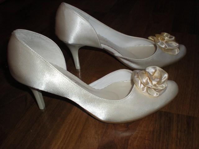 Erika a Vladko 8 máj - Svadobné topánočky