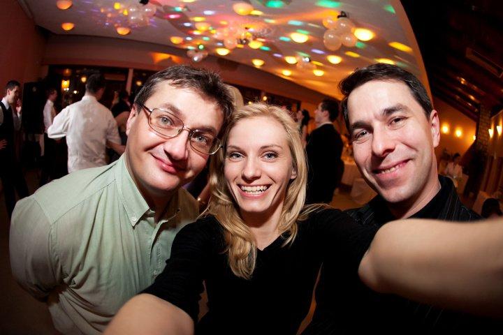 Nadka a Petko 28.5.2011 - vľavo náš kameraman. :)