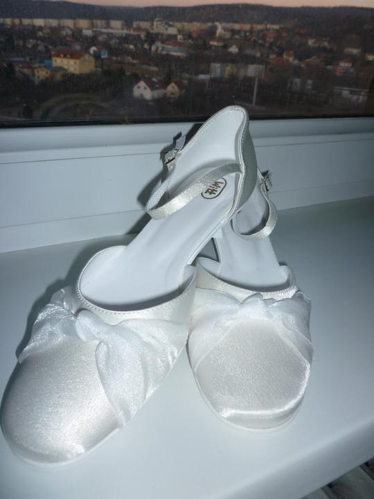 Nadka a Petko 28.5.2011 - moje svadobne topanky.