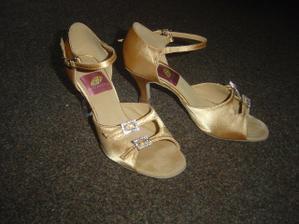 moje popůlnoční taneční botičky
