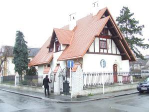 Tohle je Trmalova vila-místo našeho obřadu