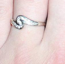 Můj zásnubní...dostala jsem ho 7.10.2005, ale o ruku jsem byla požádána už 16.8.2005
