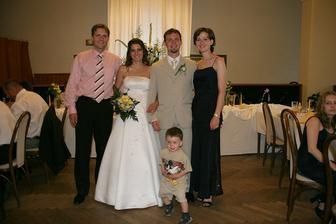 Jedna sestra ženicha i s rodinou