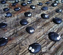 70 drátovaných pavoučků pro štěstí jako dárek pro svatební hosty. Místo výslužky .. já stejně dorty nejim :D