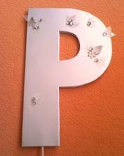 Písmeno P na dveře kapličky