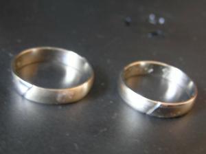 snubní prstýnky...bílé zlato...půlka lesklá, půlka matná..
