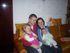 Ženichův brácha a svědek s rodinou. Jsou skvělí!!!!