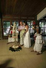 zapalování olejových lamp - Sri Lanská tradice