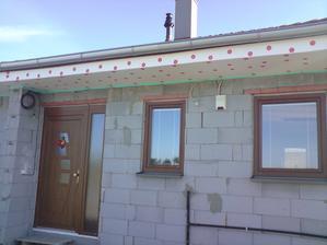 na jesen sme porobili podhlady aby nefukal sneh pod strechu