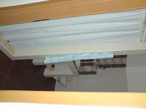 sprchový kút zatial s plachtou neskor sklo