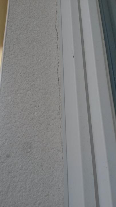 Praskliny pri APU lištách pri viacerých oknách