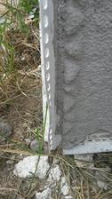 Založenie rohových profilov bolo spravené nesprávne aprofily boli nesprávne pristrihnuté do 90° uhla amali byť do 45°.