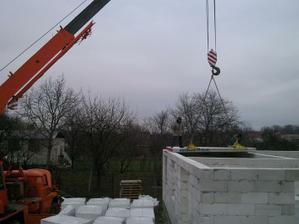 Ukladanie betónových panelov