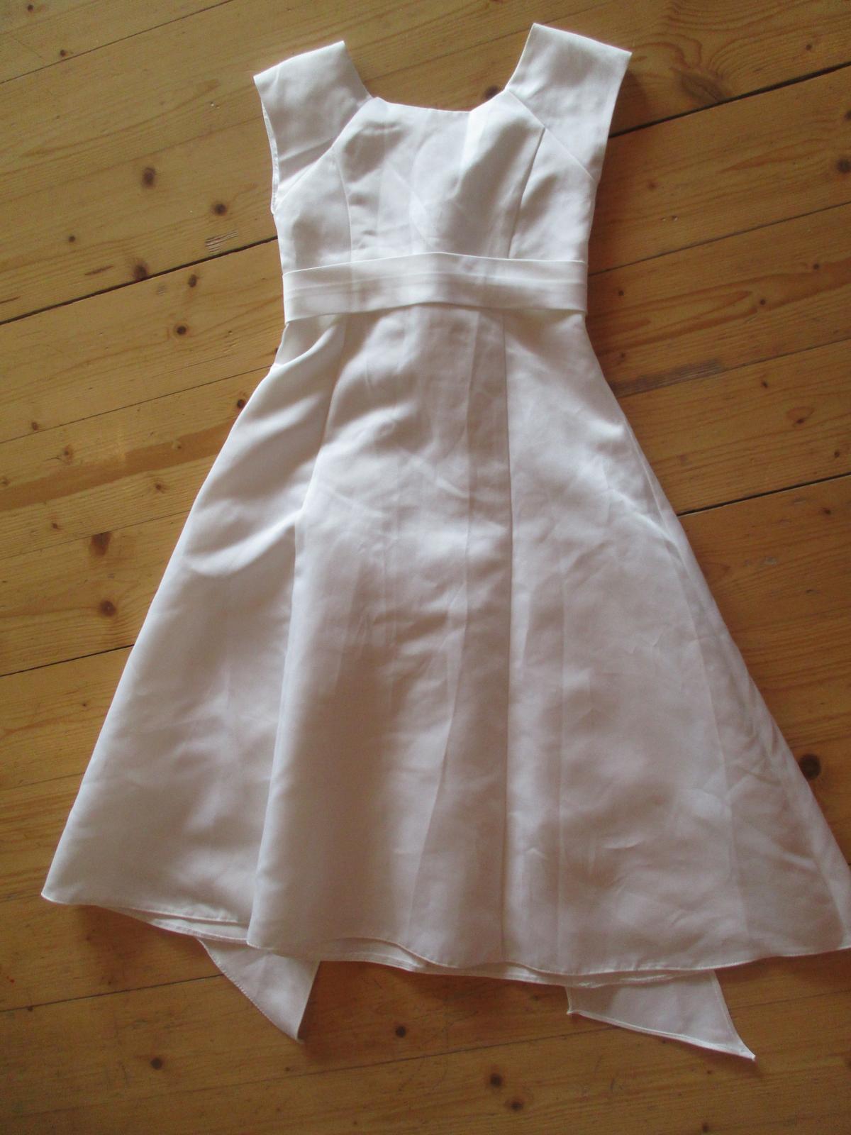 Bílé slavnostní šaty - Obrázek č. 1