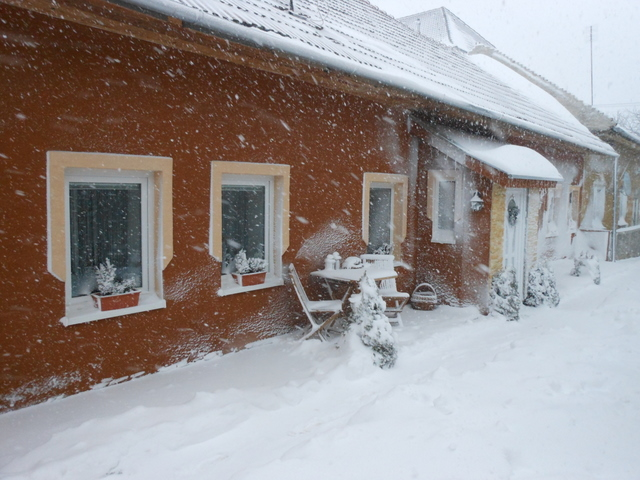 Náš 100 rokov starý domček :) - takto to vyzeralo ráno u nás :)