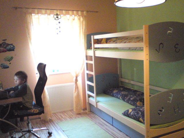 Náš 100 rokov starý domček :) - samkova izbyčka už na komplet hotova :)