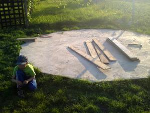 Maminka mi ide robiť pieskovisko :)