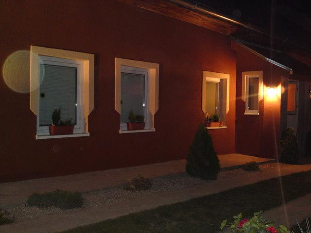 Náš 100 rokov starý domček :) - vynovená fasáda :)