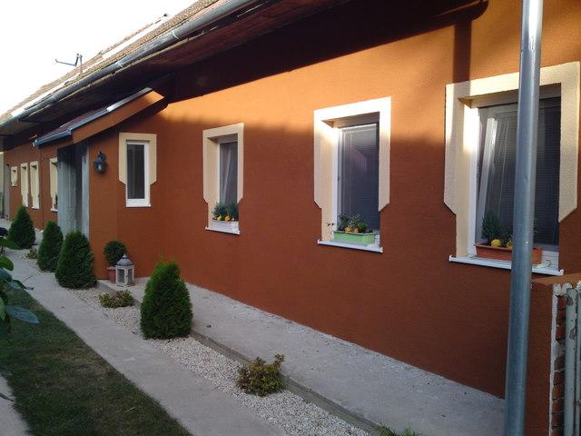 Náš 100 rokov starý domček :) - fasáda hotovo