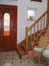 Druhé vchodové dvere, pred nimi je ešte zádverie.