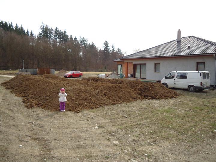 Zahrada - Navazime hlinu