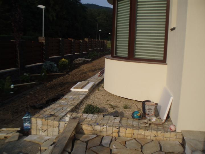 Zahrada - Gabionovy lem a chodnik