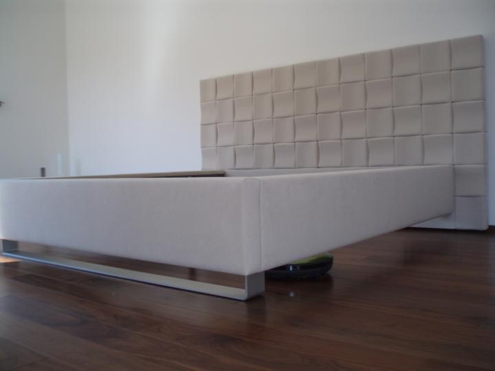 Nova loznice :) - Bez rostu a matrace je to zatim takovy divny :) A hlavne mi prijde mala :DDD