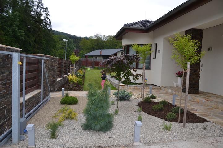 Zahrada - Mam i levandulove zahony :)