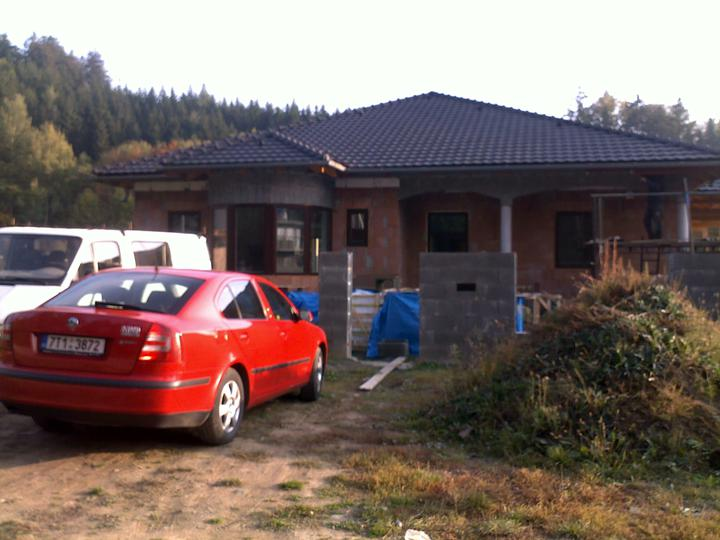 Exterier puvodniho domu+pristavba k domu :) - Predni strana domu...