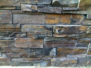 Detail kamene naseho plotu:) Myslim, ze to sladime s predeslym gabionem :)